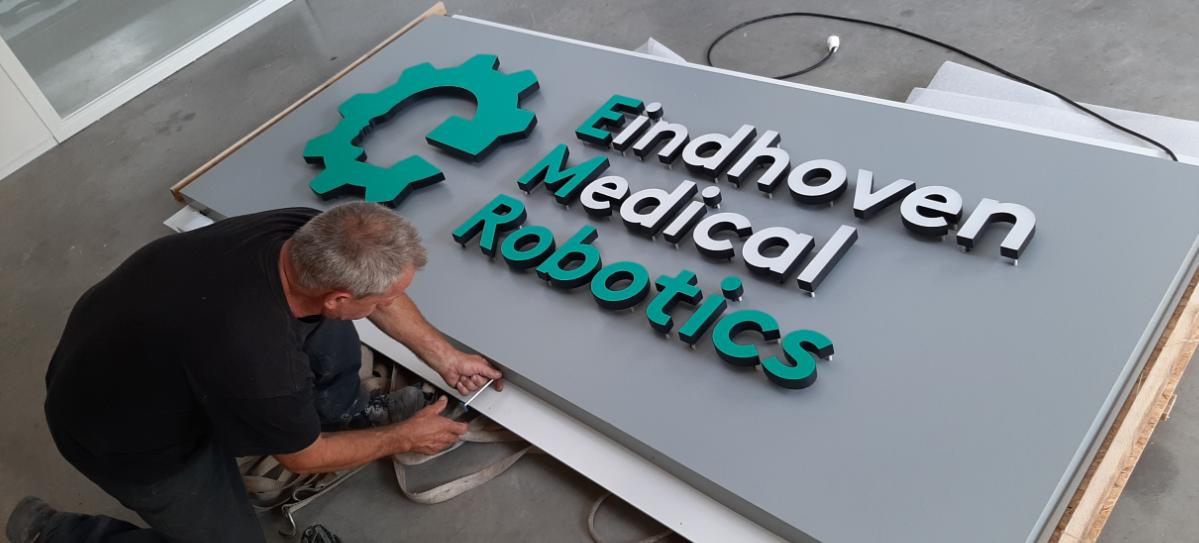 30mm eindhoven medical robotics duraluxe gevelreclame